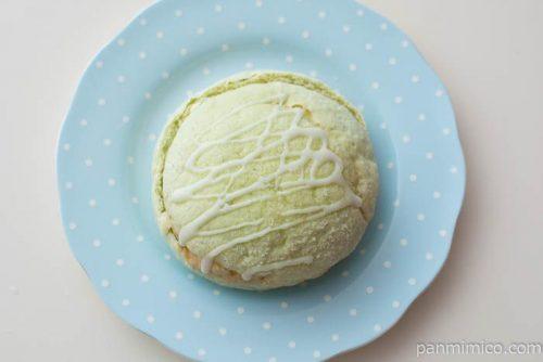 メロン風味豊かなメロンパン(ゼリー入りホイップ)【ヤマザキ】皿盛り