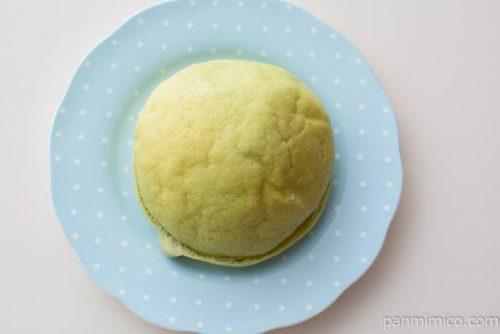 メロンクリームのメロンパン【セブンイレブン】皿盛り