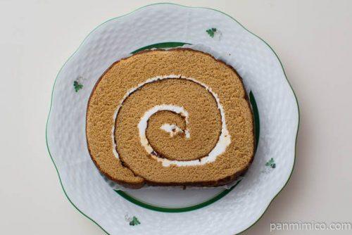ふわふわ濃厚キャラメルロールケーキ【ローソン】皿盛り