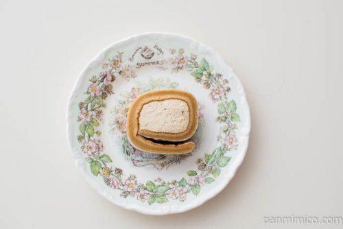お餅で巻いたもち食感ロール(きなこもち)【ローソン】皿盛り