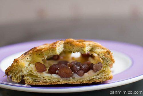 お豆とチーズクリームのパイ【ファミリーマート】中身