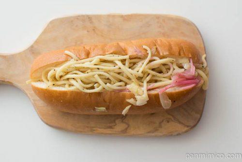 神戸屋 塩焼きそばパン味覇使用【ローソン】皿盛り