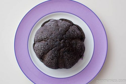 クッキー&クリームパン【ヤマザキ】皿盛り