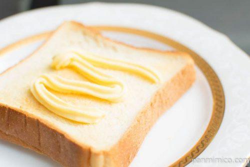 明治チューブでバター1/3 160gトーストに塗ったらこんな感じ