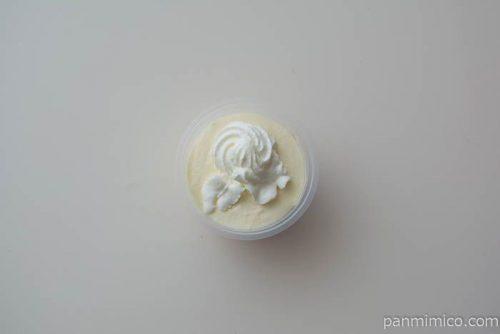 フタを取って上から見た「塩ちんすこうレアチーズ」【セブンイレブン】