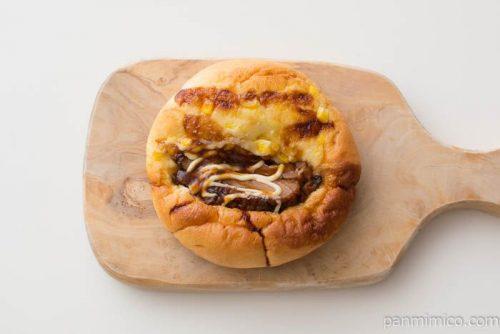照り焼きチキンとコーンのパン【ファミリーマート】上から見た図