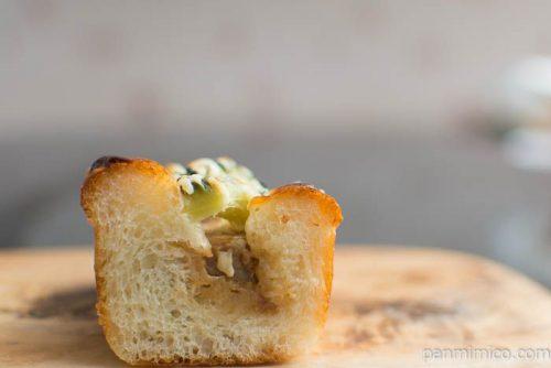 【ブランジェリー・プチ・ブレ】ゴーヤと豚の角煮のパンの中身はこんな感じ