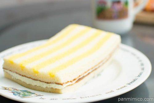 レモンのサンドケーキ【ファミリーマート】斜め上から見た図