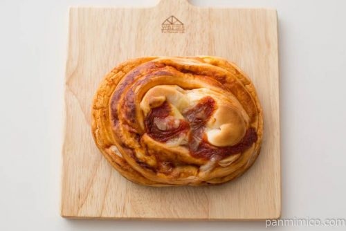 完熟トマトのピザパン【ヤマザキ】上から見た図
