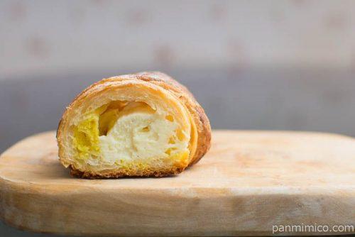 クッキーデニッシュコロネ~レモン風味のカスタードクリーム~ローソン中身はこんな感じ