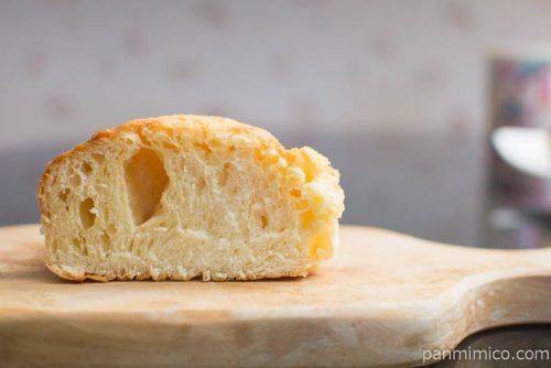 ふんわりとしたしっとりミルクパン【ファミリーマート】中身はこんな感じ