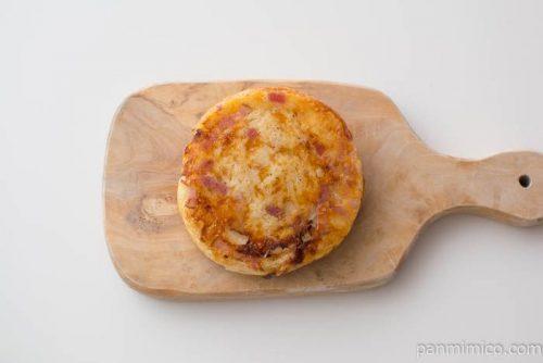こんがりチーズのベーコン&ポテトパン【ファミリーマート】上から見た図