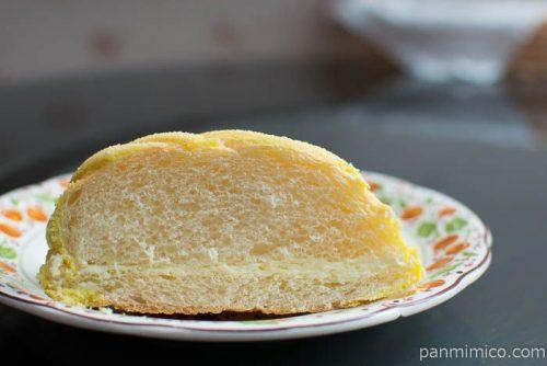 レモンクリームのメロンパン【セブンイレブン】中身はこんな感じ