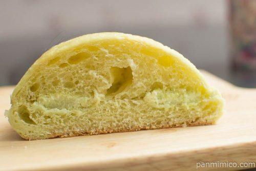 葡萄風味豊かなシャインマスカットパン【ヤマザキ】中身はこんな感じ
