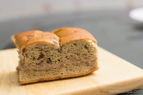 大人の味わい牛乳パン ほうじ茶&あずき【Pasco】断面はこんな感じ