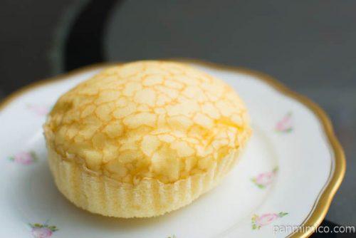 クレープ蒸しケーキ(ホイップ入り)【タカキベーカリー】横から見た図