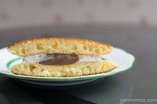 ホットケーキ(マロンあん&ホイップ)【ヤマザキ】中身はこんな感じ