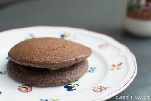 チョコを楽しむチョコパンケーキ【ファミリーマート】横から見た図