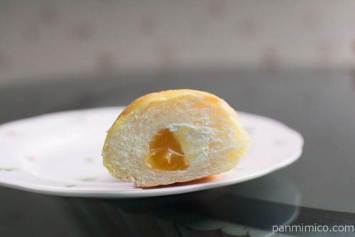 さつまいもコロネ(安納芋あん&ホイップクリーム)【ヤマザキ】中身はこんな感じ