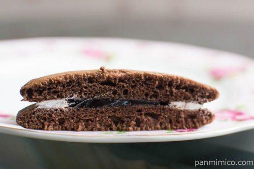 しっとりチョコパンケーキ(チョコクリーム&ホイップ)中身はこんな感じ
