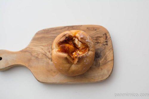 トマトとベーコンのパン【ヤマザキ】上から見た図