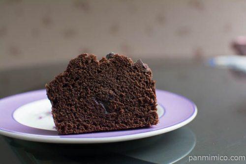 チョコづくしのチョコ蒸しパンベルギーチョコ入りクリーム使用ヤマザキ中身はこんな感じ
