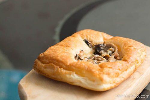 3種のきのこ醤油マヨデニッシュ【第一パン】横から見た図