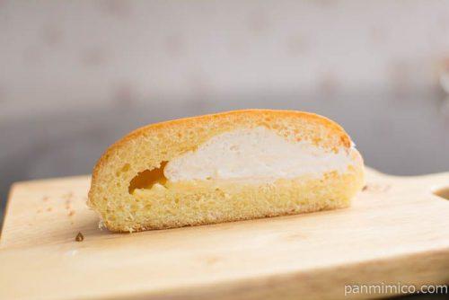 たっぷりホイップのクリームパン【神戸屋】中身はこんな感じ