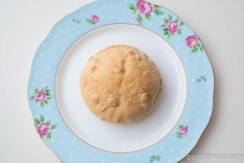 マカダミアナッツパン【ファミリーマート】上から見た図