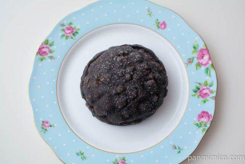 黒いメロンパン ベルギーチョコホイップ【ローソン】上から見た図