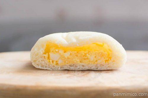 ローソン糖質オフのふっくらとしたたまごを包んだしっとりパン中身はこんな感じ