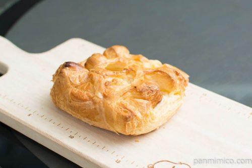 チキングラタンデニッシュ【第一パン】横から見た図