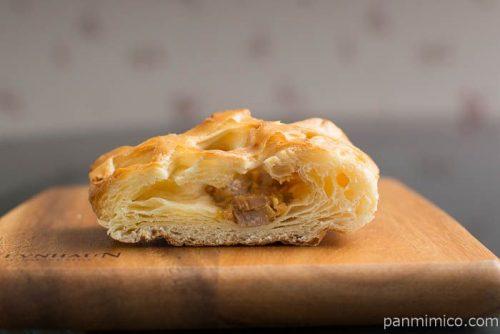 照り焼きチキンデニッシュ【第一パン】中身はこんな感じ