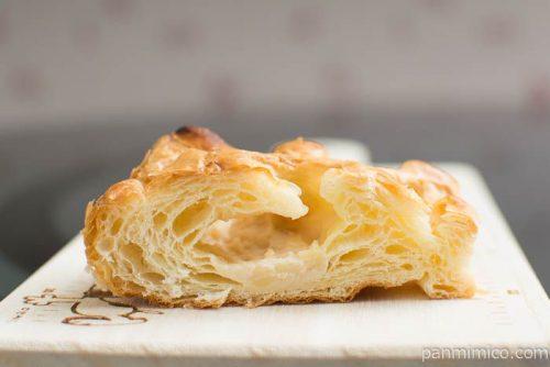 チキングラタンデニッシュ【第一パン】中身はこんな感じ