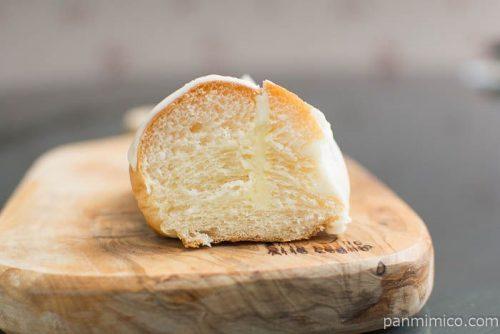 練乳とホワイトチョコのパン【タカキベーカリー】中身はこんな感じ