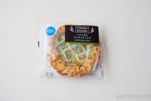 バジル香るサラダチキンピザ【ファミリーマート】パッケージ写真