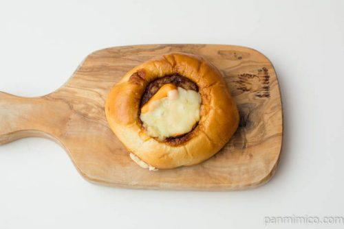 たいめいけん三代目監修チーズハンバーグパン【第一パン】上から見た図