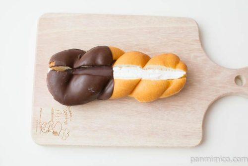ツイストドーナツ(あんずジャム&ホイップ)【ヤマザキ】上から見た図