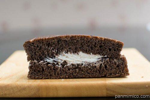 濃厚チョコレート&ホイップ【ローソン】中身はこんな感じ