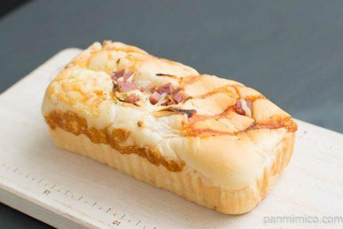 オニオン明太ハムチーズ【フジパン】横から見た図