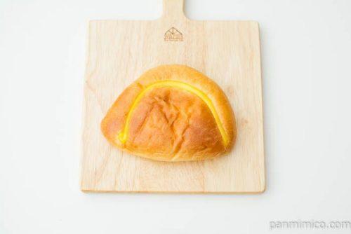 【イスズベーカリー】本店クリームパン上から見た図