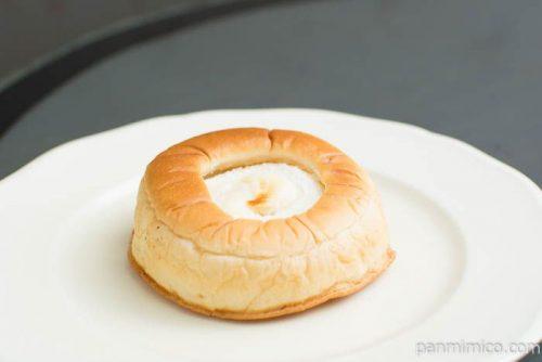 ブルーベリージャム&レアチーズクリームパン【ヤマザキ】横から見た図