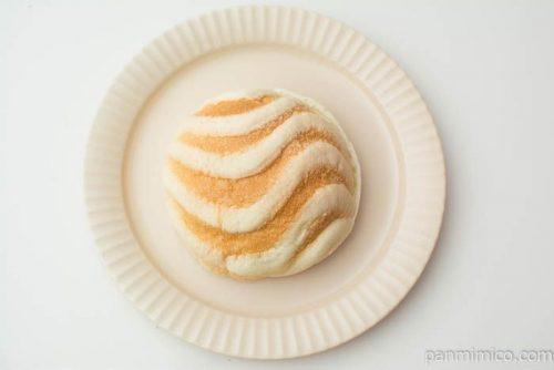 白バラ牛乳クリームのメロンパン【セブンイレブン】上から見た図