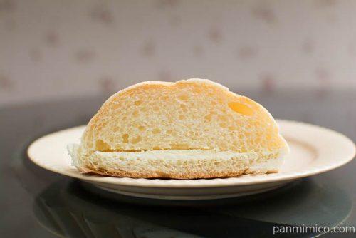 白バラ牛乳クリームのメロンパン【セブンイレブン】断面図