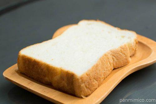 トーストしてサクサク食感 デニッシュ食パン【トップバリュ】横から見た図