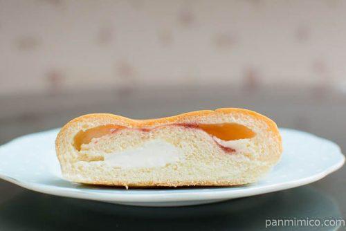 国産小麦のあまおういちごミルクパン【Pasco】断面図