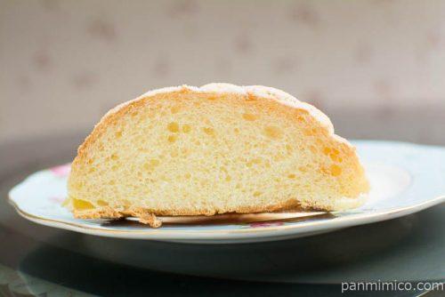 サックサク食感!バター香るメロンパン【セブンイレブン】断面図