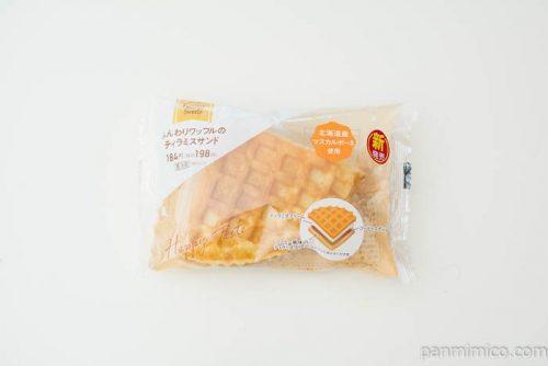 ふんわりワッフルのティラミスサンド【ファミリーマート】パッケージ