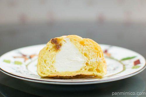 バナナ風味豊かなバナナボールフランスパン(ミルククリーム入り)3個入【ファミリーマート】断面図