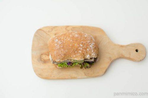 【プラス ドゥ パスト】自家製田舎風パテのサンドイッチ上から見た図